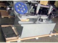 重型機械在紙棧板上